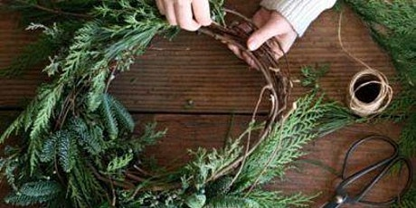 Atelier couronne de porte en sapin et branchages billets