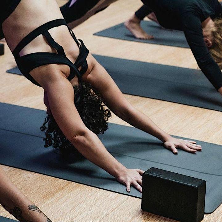 Imagen de Yoga, Sostenibilidad y Moda con delicioso menú healthy en Frizzant BCN