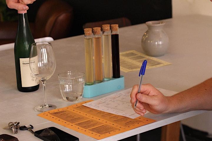 Afbeelding van Nederlandse wijn proeverij bij Design & Wijn Damrak 59 in hartje Amsterdam