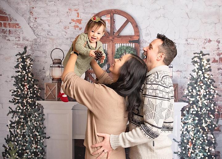 Christmas Photos 2021 - Holiday Mini Sessions Vancouver image