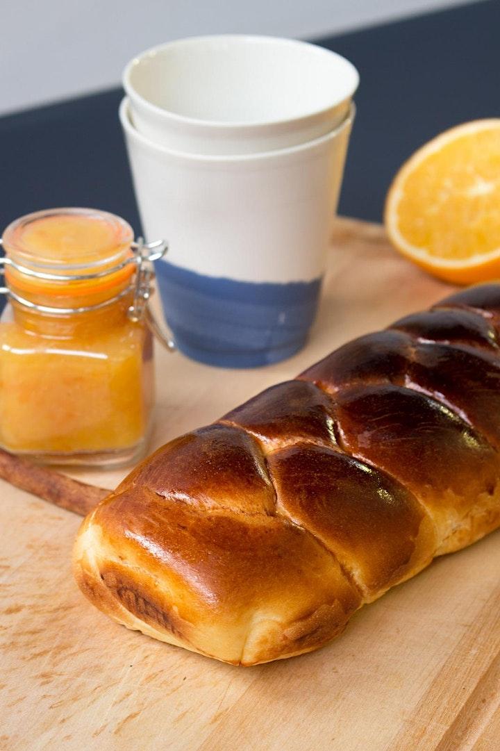 Le petit déjeuner: croissants on ceramics image