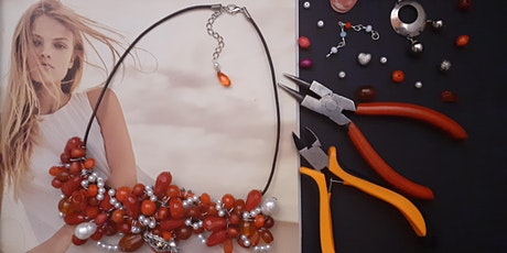 Realizziamo una collana personalizzata simbolica con materiali di recupero biglietti