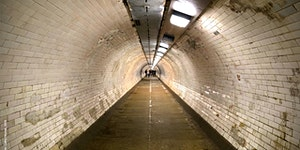 Chimneys & Tunnels Along the Thames: Greenwich & Isle...