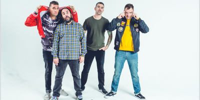 NEW FOUND GLORY (playing 'Sticks and Stones' + 'Coming Home')