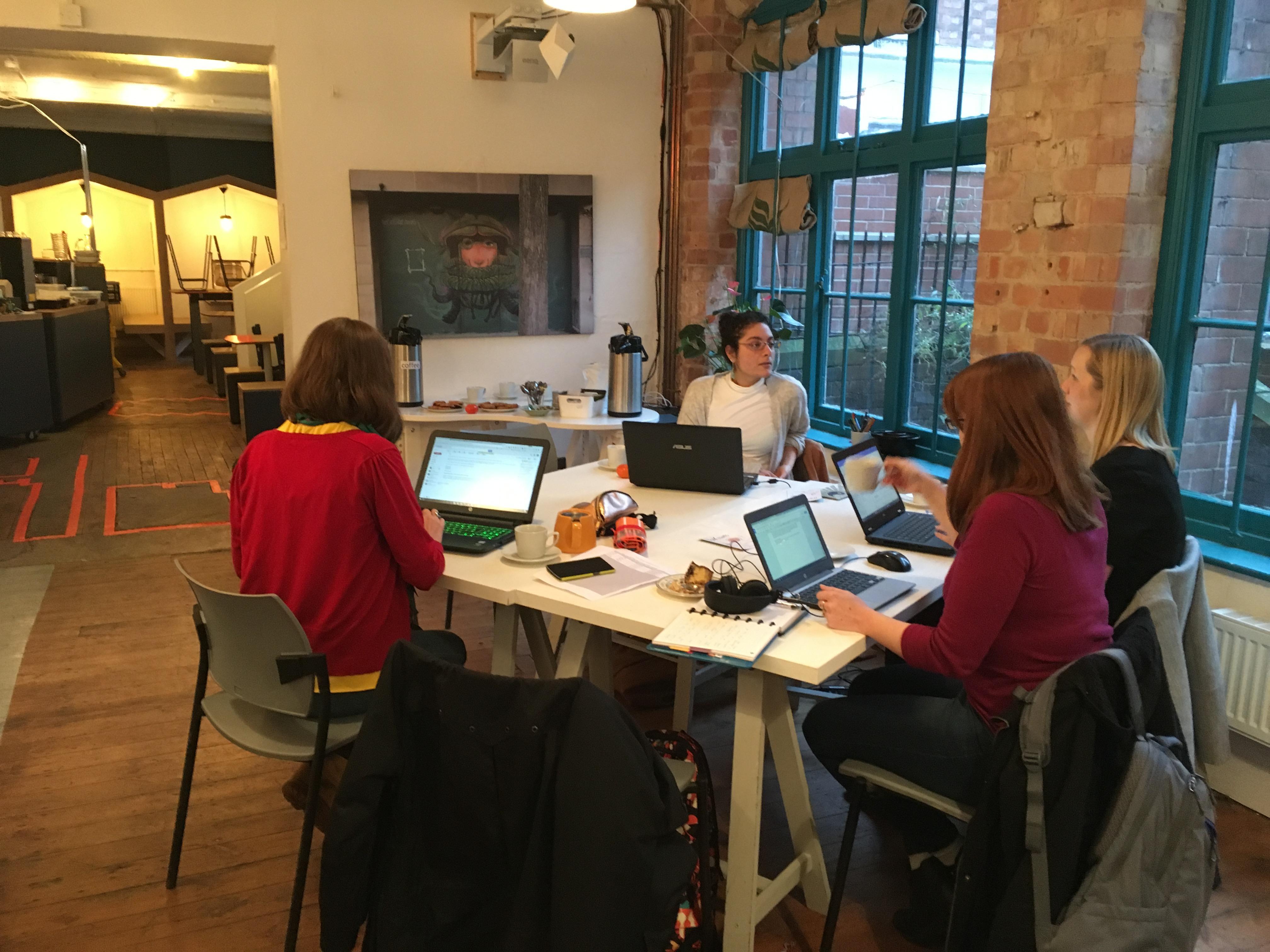 Independent Workspace – Social Media & Busine