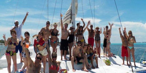 Premium Isla Mujerers Catamaran Tour (All-inclusive)