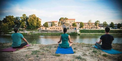 Yoga al tramonto al Wood Music Garden
