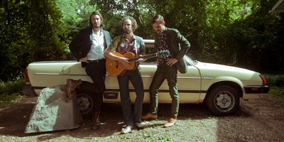TRAVELLER (Jonny Fritz, Robert Ellis & Cory Chisel) + THE DESLONDES (USA)