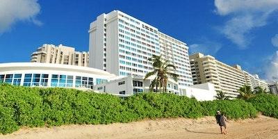 Spacious Suites at Oceanfront Miami Beach Hotel