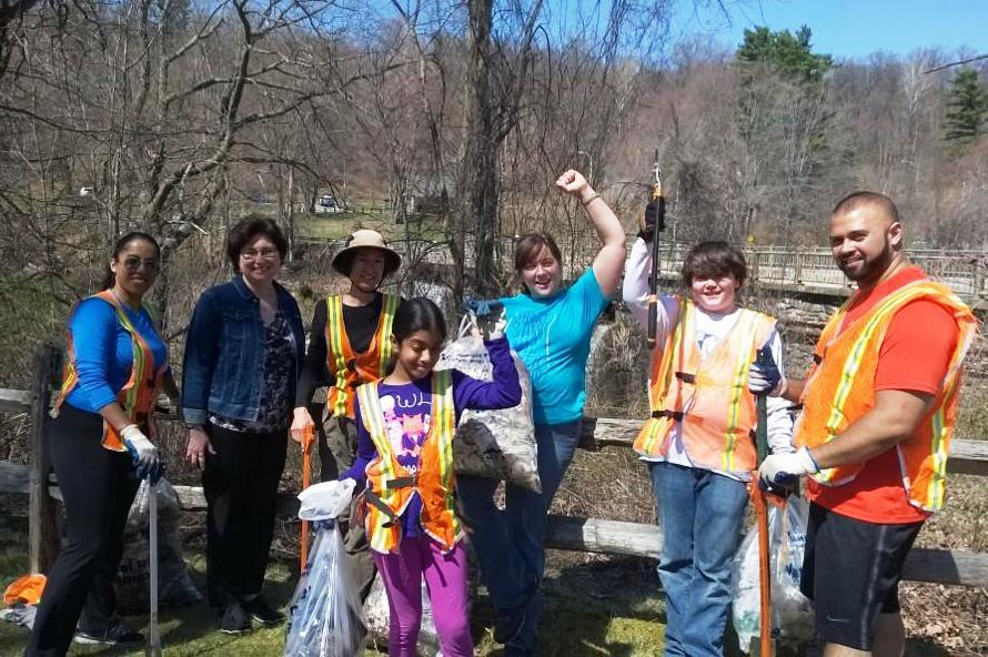 Great Saw Mill River Cleanup 2018: Great Hung