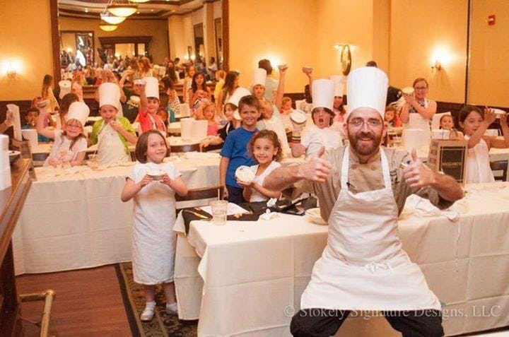 """Maggiano's """"Little Chefs"""" Cooking Class - Phi"""
