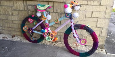 Tetbury Library - Yarn Bombing!
