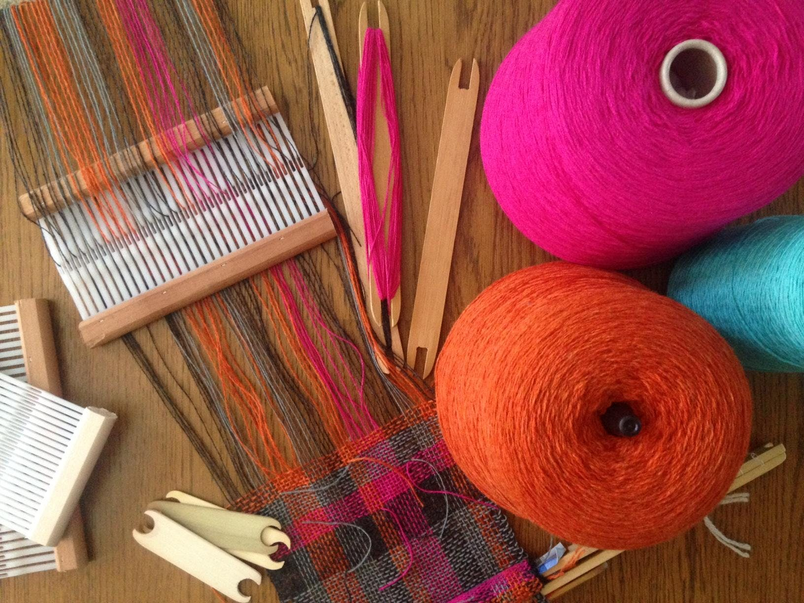 Scarf Weaving Workshop. Learn to set up a loo