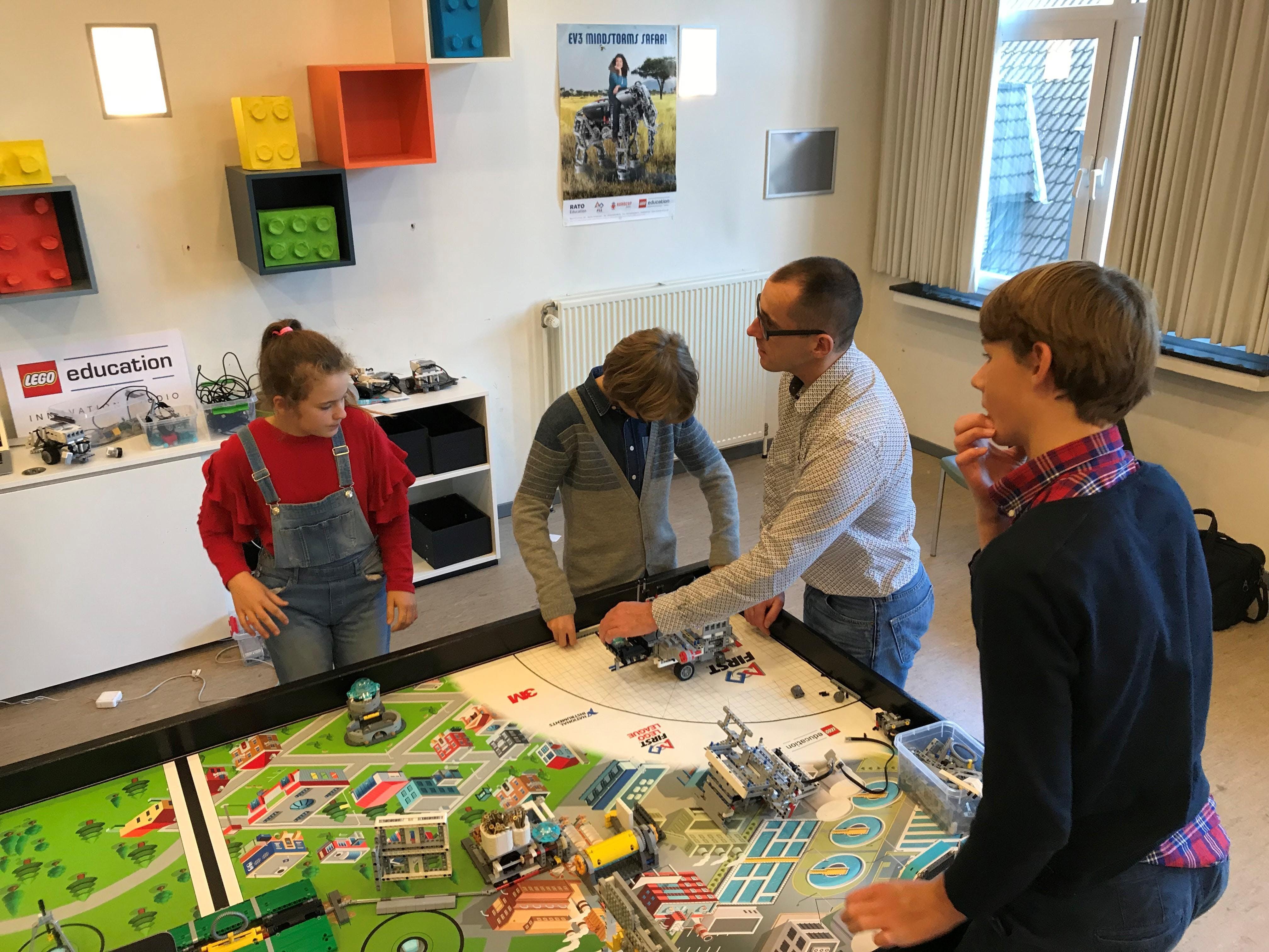 Lego Studio Open Deur