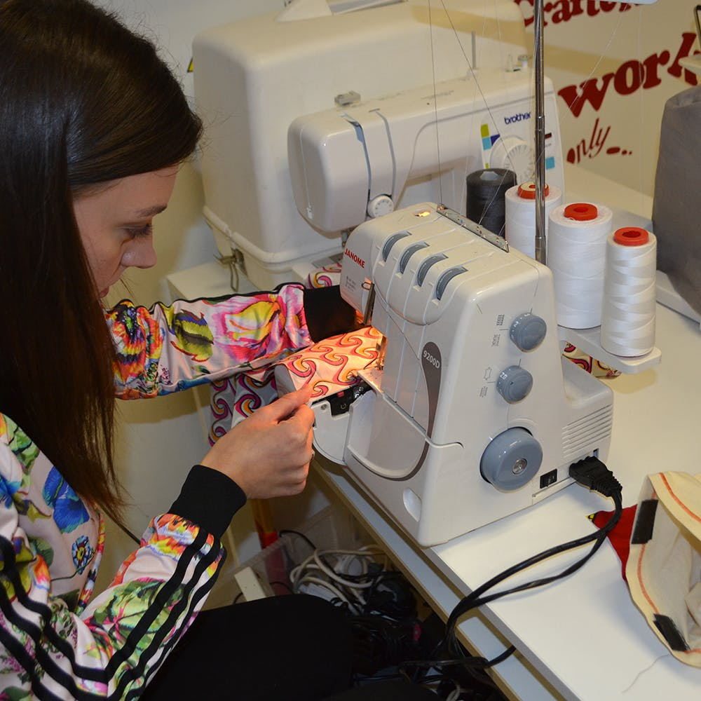 Learn to use an Overlocking Machine with Stre
