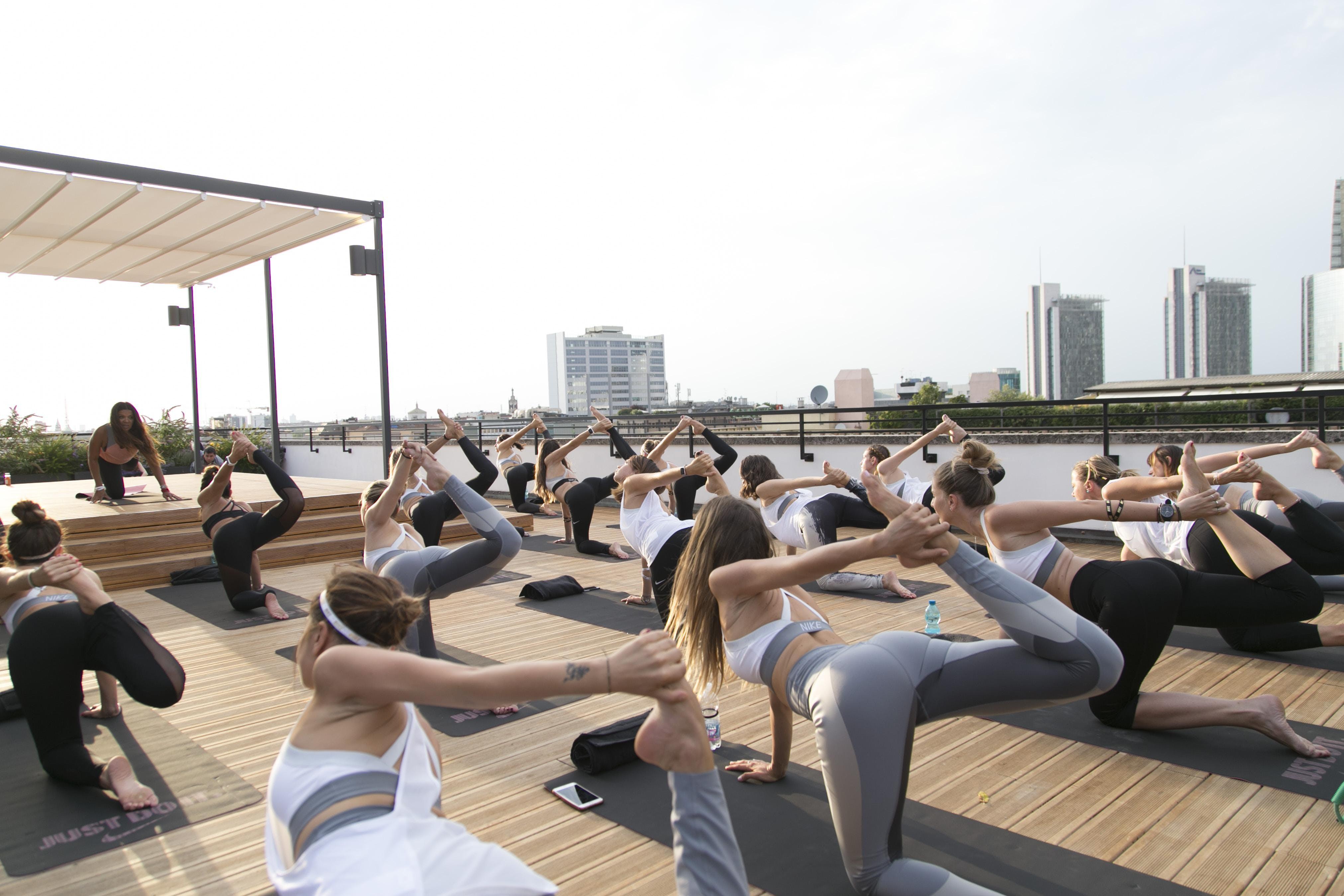 Sessione di Yoga Outdoor