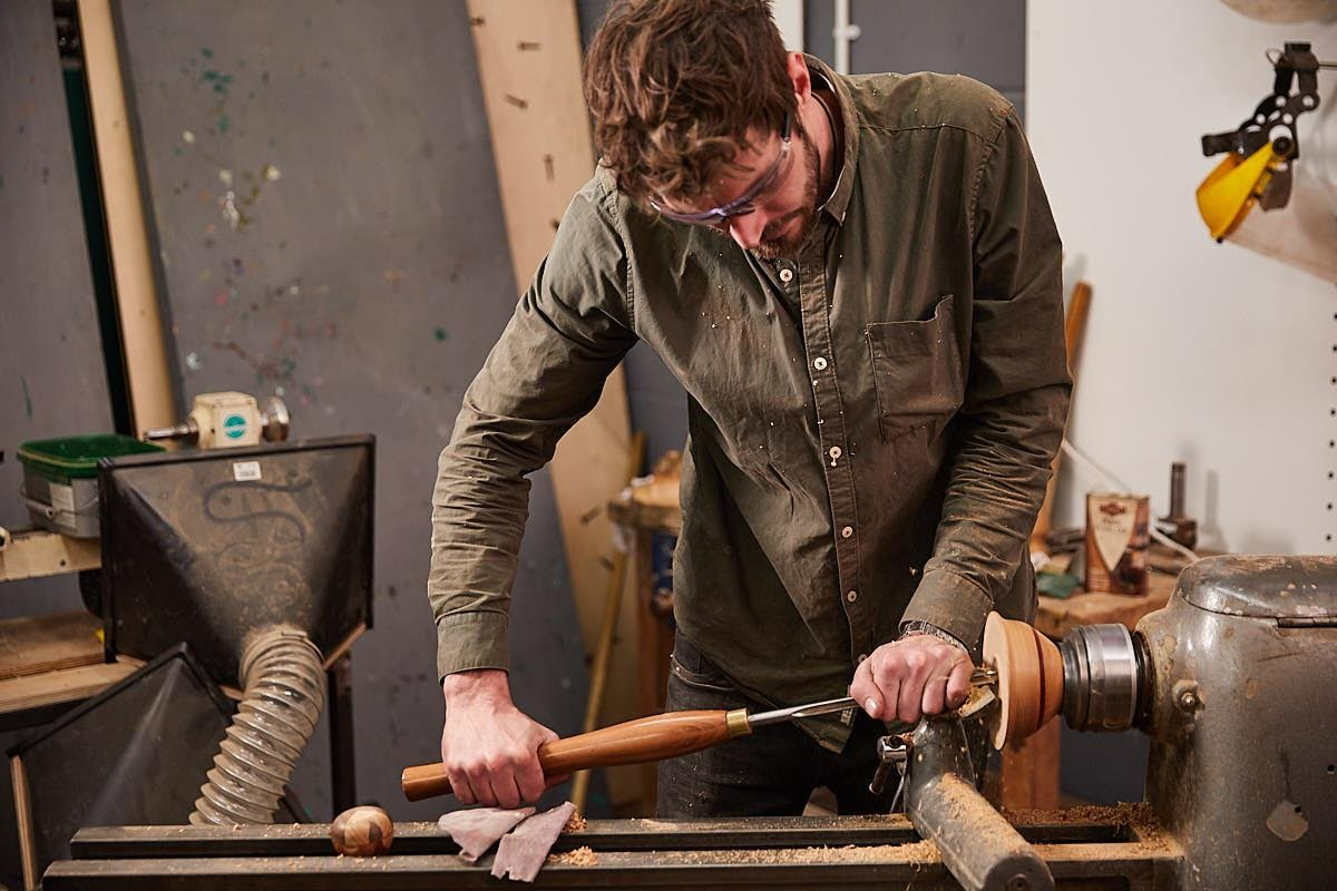 AN INTRODUCTION TO WOODTURNING