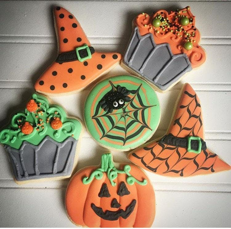 Cookie Decorating: Halloween Sugar Cookies at Fran\'s Cake and Candy ...
