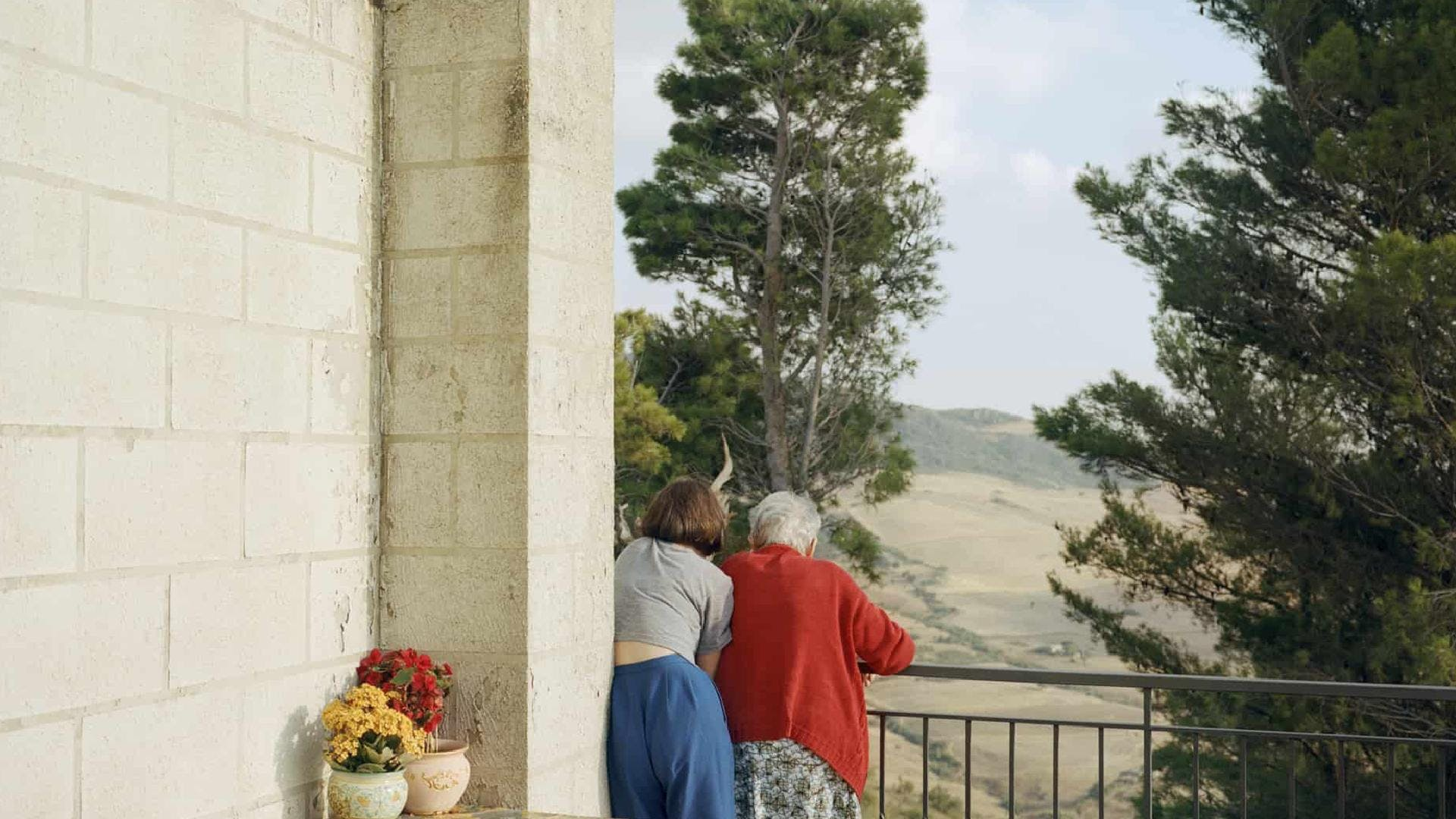 I ZII: INTIMATE PORTRAYAL OF SICILIAN LIFE WITH LINDA BROWNLEE & AISLING FARINELLA