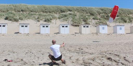 Powerkiten op het Texelse strand van paal 28