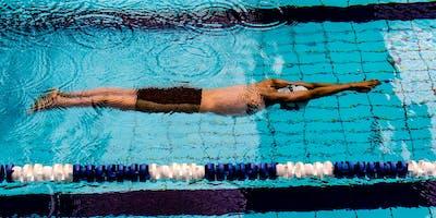 Moet je sterk zijn om snel te zwemmen, of slim?