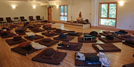 Retreat in a monastery with discovers the Tibetan Buddhism and culture in Dharamshala