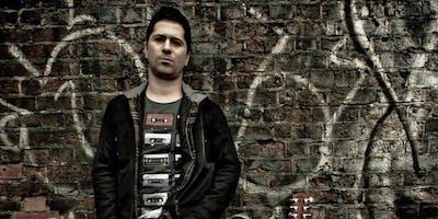 Guitarrista Filipe Monteiro mostra seu groove nesta sexta (14/12) no Café Fon Fon