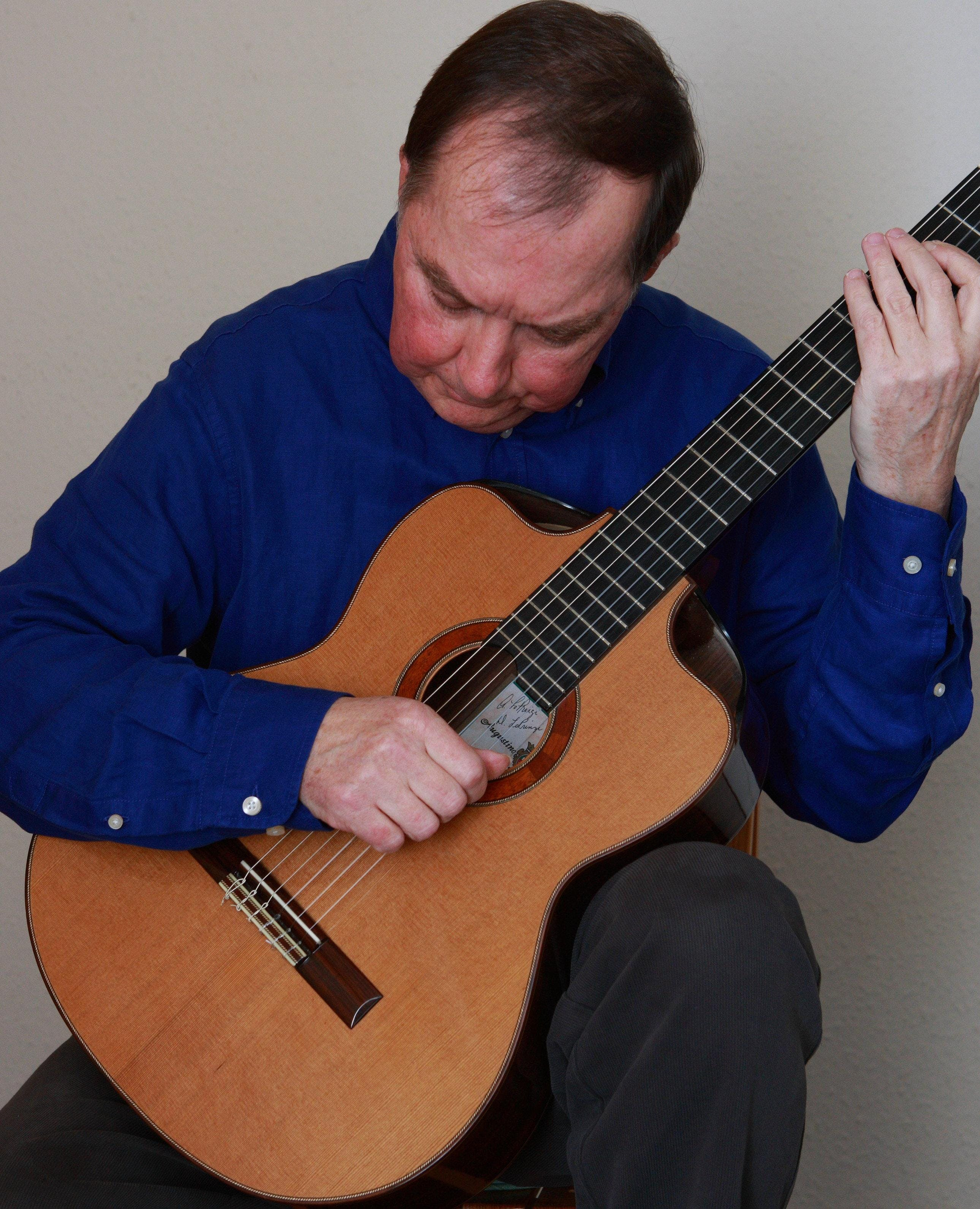 A Winter Warmer - Classical guitar performanc