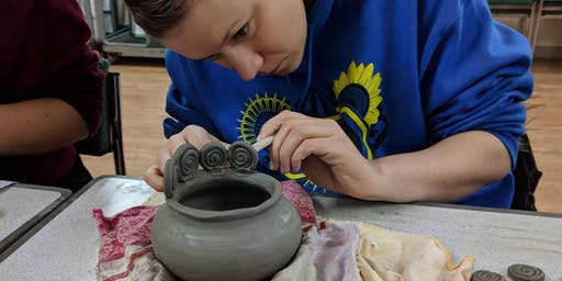 Morning pottery class for adults on Mondays
