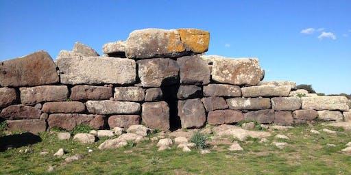 Giara di Siddi: tomba dei giganti Sa Domu e S'Orku e Nuraghe Sa Fogaia