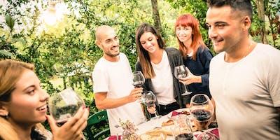 Get Together mit Gleichgesinnten bei Drinks und Fingerfood