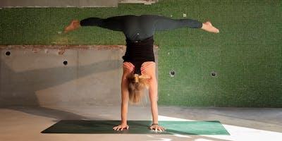 Handstand workshop with Anna Scott Miller - lululemon Amsterdam
