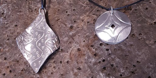 Textured Silver pendant with Karen Williams - Creative workshop for adults // Gweithdy tlws crog arian gweadol gyda Karen Williams - Gweithdai i oedolion