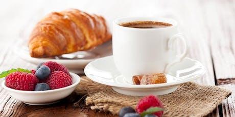 Pensiamo a una prima colazione sana con i croissant e la sfoglia  biglietti