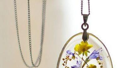 Pressed Flowers Resin Jewelry and Trinkets Workshop!