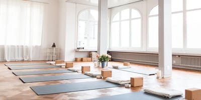 Zenergy Bar Eat + Stretch Wellness Gathering