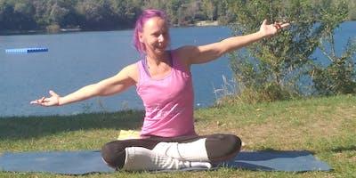 Yoga für alle am Baggersee in Brederis