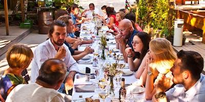 Am Tisch mit Freunden - Philippinisches Sommerdinner