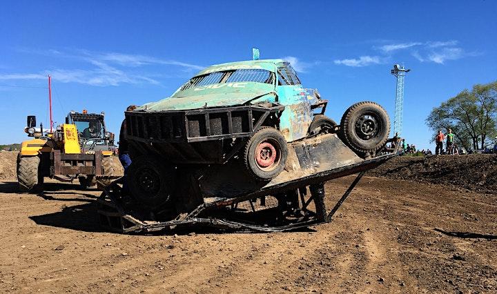Mega Race des Nordens   Stock-Car meets Tractor-Pulling: Bild