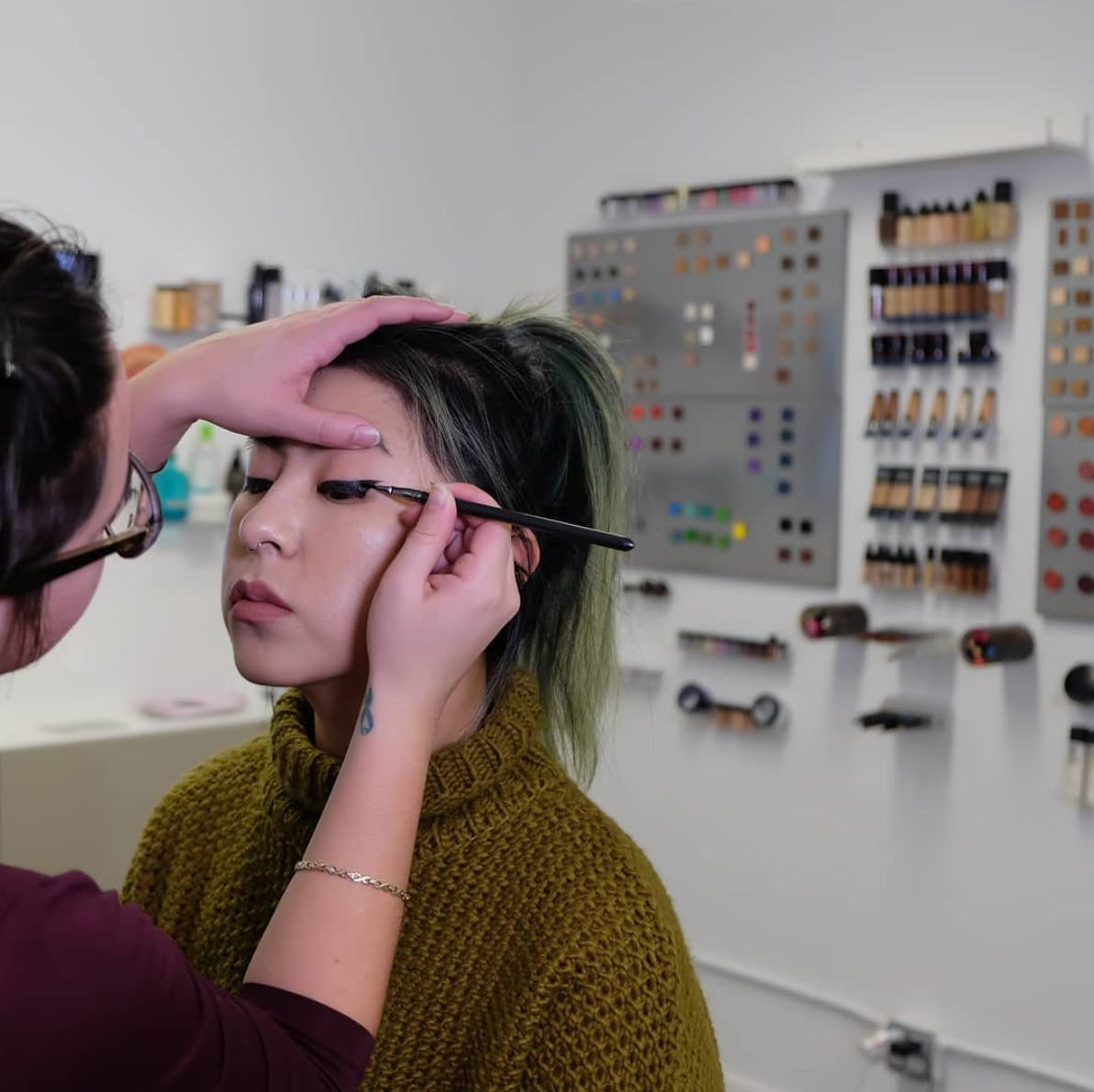 Pro Makeup Classes for the Full-time Worker or Student banner