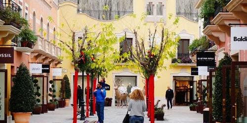 Designer Outlet: La Roca Village Barcelona + Bus Tour