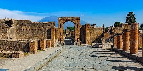 Pompeii: Skip The Line + Bus Roundtrip from Naples
