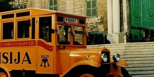 Vintage Bus Tour to Vittoriosa, Cospicua & Senglea