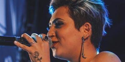 Joana Castanheira canta mulheres da MPB e Autorais