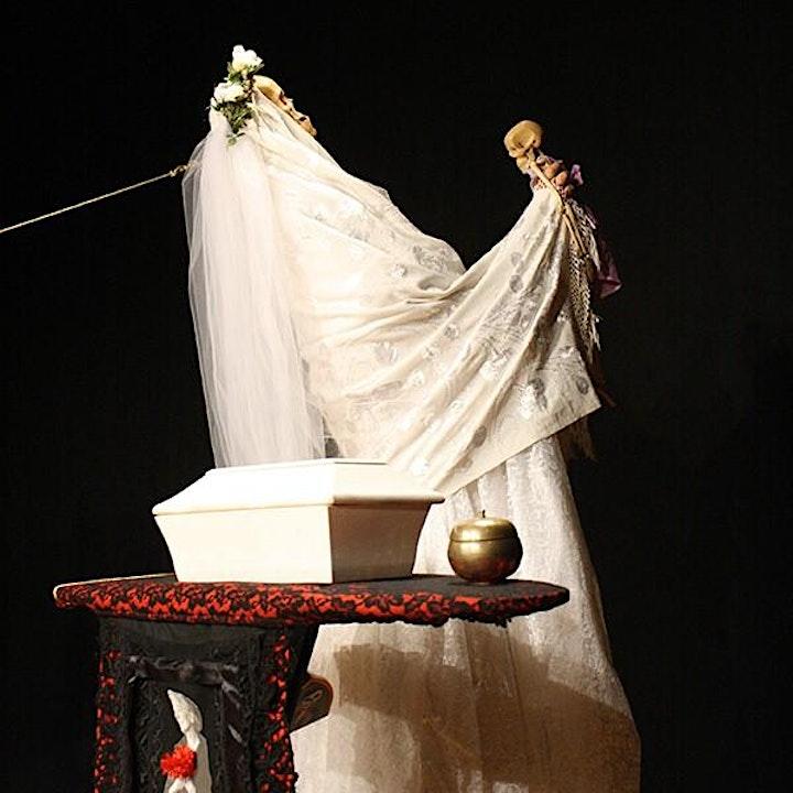 """Immagine """"Ave Maria"""" con Julia Varley - Regia di Eugenio Barba ODIN TEATRET"""