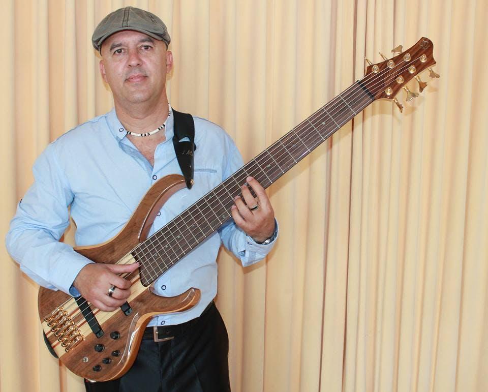 Zang Uit Cuba presenteert Jesus Hernndez (CU) gitaar bas en zang l Zondagmmidagconcert in Haarlem