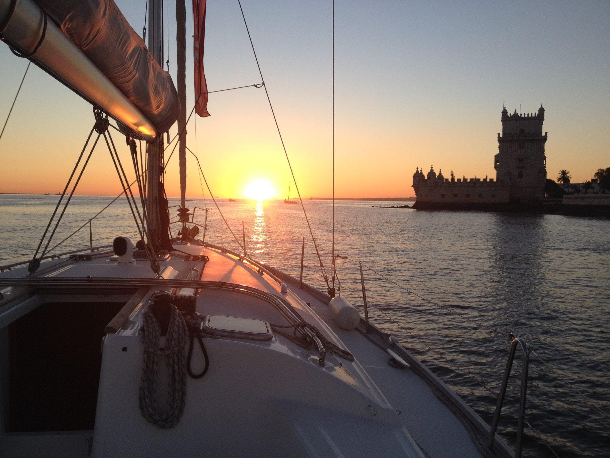 Lisbon Sunset Sailing - A relaxing and unforgettable experience