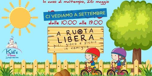 A ruota libera: bici, gioco e picnic in famiglia