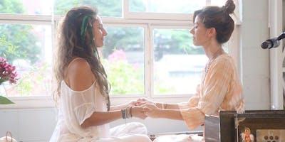 Aulão Bhakti Vinyasa Flow Yoga com Fernanda Cunha & Karen Scorzato