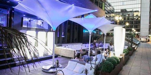 Fiesta veraniega en terraza con catering gratuito y regalos